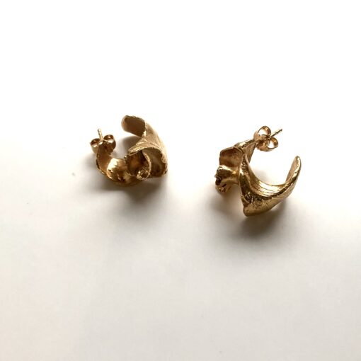 Coquille gold earrings